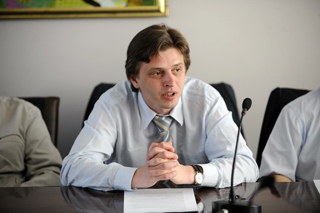 Peter Pavuk at a roundtable in the BIA. Riga, 27.04.2011. Photo by Maris Morkans.