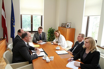 Edgars Rinkevics meets with the incoming Swiss Ambassador to Latvia Walter Haffner. Riga, 9.07.2012. Photo: flickr.com