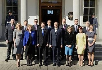Toomas Hendrik Ilves with a new Estonian government. Photo: president.ee