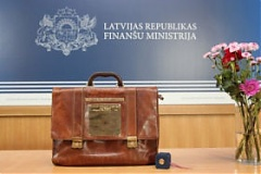 Latvia's draft 2017 budget submitted to Saeima amid medics' protest