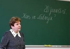 Latvian Teachers' union considers protest in response to government's failure to keep pay rise promise