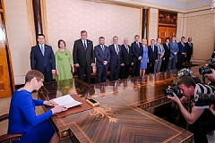 Estonian president appoints 3-party govt into office