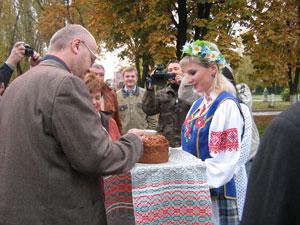 Ждановичи встретили нас хлебом и солью.